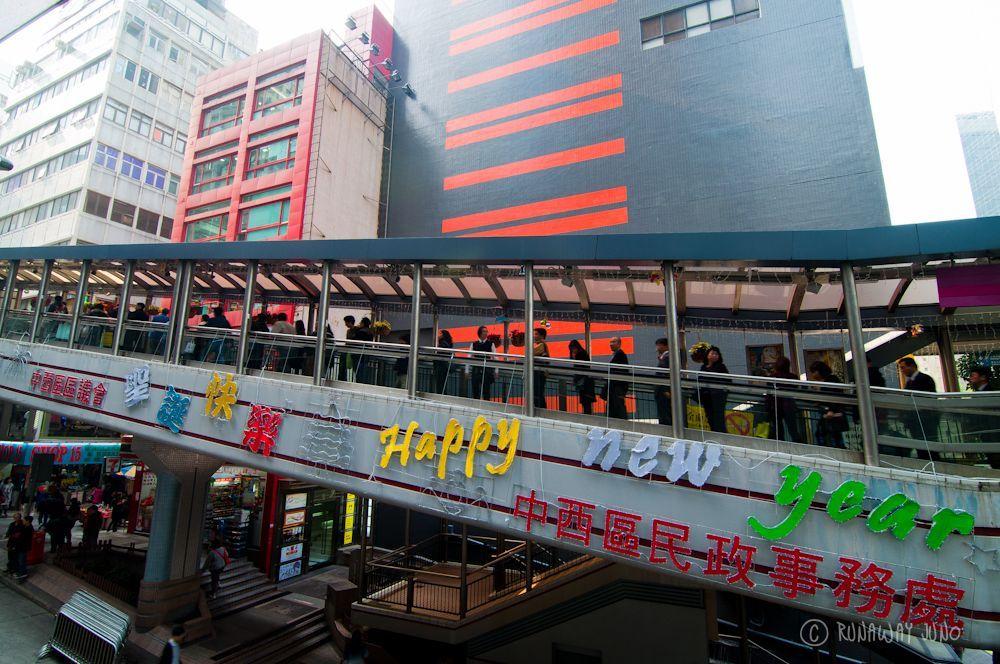 11Dec31_HappyNewYear-Mid-level-escalator